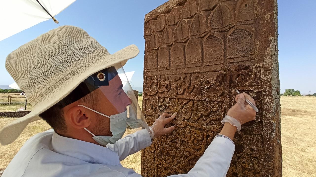 Selçuklu Meydan Mezarlığı'ndaki tarihi taşların sırrı çözülüyor