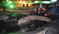 Bodrum'da içme suyu hattı patladı, yolda göçük oluştu