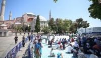 Ayasofya Camii'nde hafta sonu da yoğunluk sürüyor