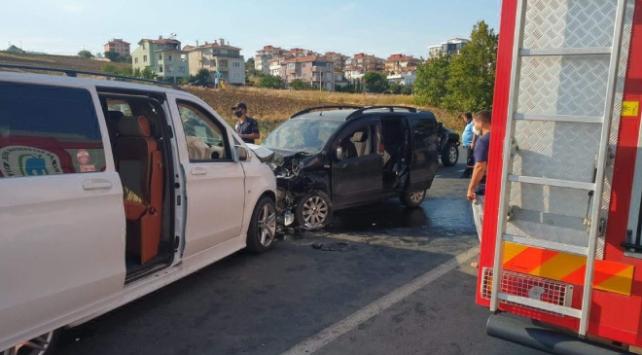 Tekirdağda minibüs ile hafif ticari araç çarpıştı: 10 yaralı