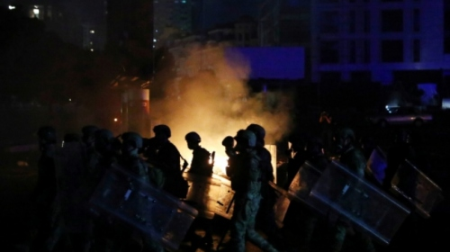 Beyrut'ta güvenlik güçlerinden göstericilere biber gazlı müdahale