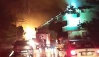 İzmir'de çatıya düşen yıldırım yangına sebep oldu