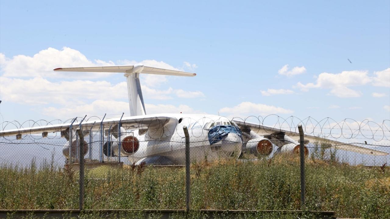 """""""Erzurum'un misafir uçağı"""" 9 yıldır havalimanından alınmayı bekliyor"""