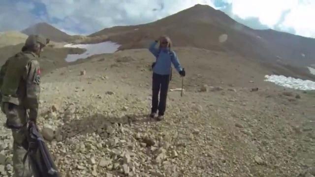 Niğde'de askerler yaralı dağcıyı böyle kurtardı