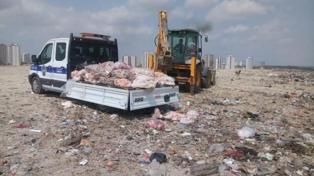Adanada ruhsatsız kasapta ele geçirilen 300 kilogram bozuk et ve sakatat imha edildi