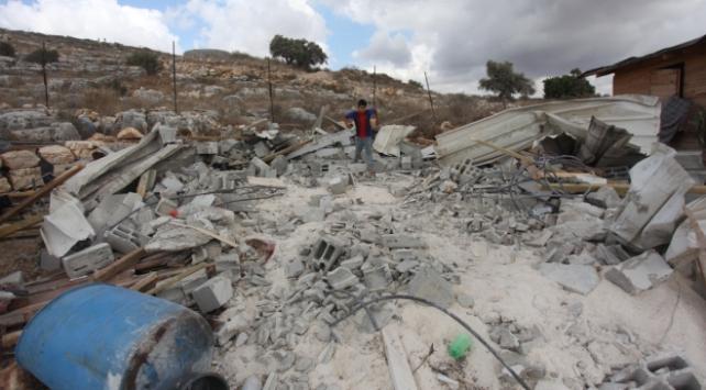 İsrail güçleri, Filistinli ailenin evini ve su deposunu yıktı