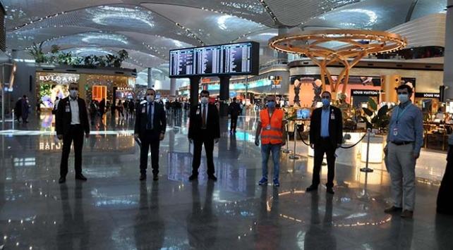 İstanbul Havalimanında koronavirüs denetimi