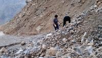 Mersin'de heyelanda mahsur kalanların yardımına ekipler yetişti