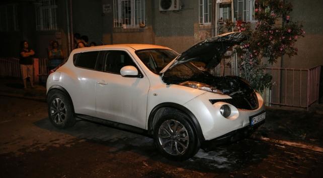 İstanbulda park halindeki araç yandı