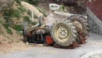 Devrilen traktörün altında kalan çift yaşamını yitirdi
