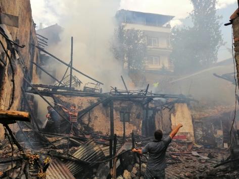 Çorumdaki 4ü çocuk 5 kişinin hayatını kaybettiği ev yangını