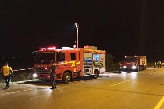 Denizlide devrildikten sonra yanan otomobilin sürücüsü öldü
