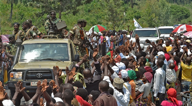 Burundide Cumhurbaşkanının konvoyuna taş atan 3 kişiye 30ar yıl hapis