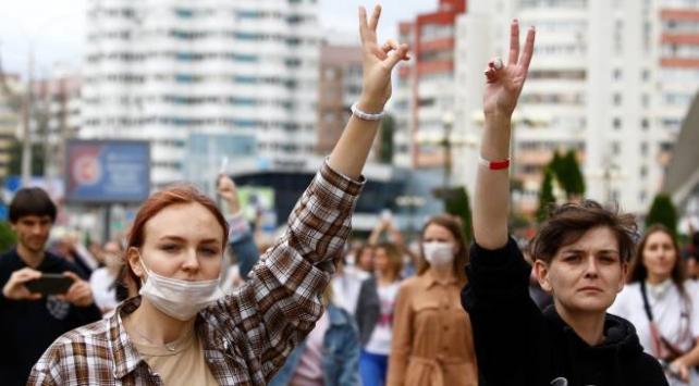 Belarustaki protestoların üçüncü gününde binden fazla kişi gözaltına alındı