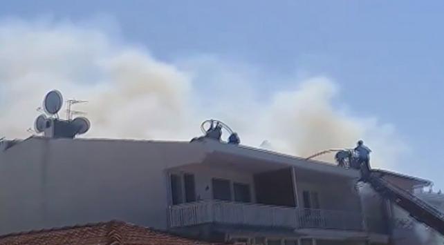Büyükadada 3 katlı binanın çatısında yangın