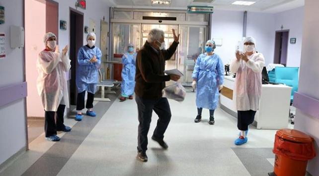 Türkiyede virüsü yenen hasta sayısı 227 bini aştı