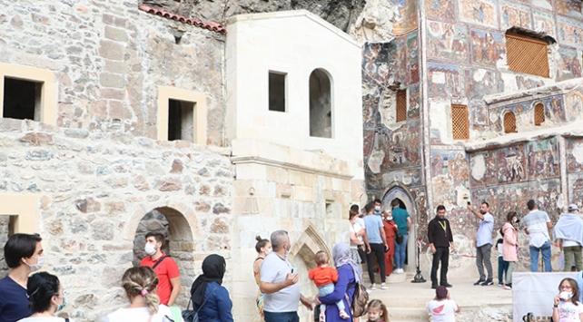 Sümela Manastırı'na turistlerden yoğun ilgi