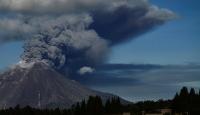 Sinabung Yanardağı'ndaki hareketlilik nedeniyle uçuş uyarısı yapıldı