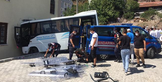 Kocaelinde jandarma midibüsü kaza yaptı: 1i ağır 8 yaralı