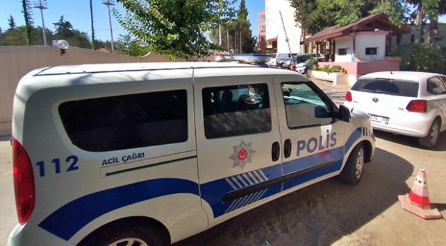 Adanada temizlediği silah ateş alan polis memuru hayatını kaybetti