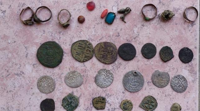İzmir ve Manisada 70 bin parça tarihi eser ele geçirildi