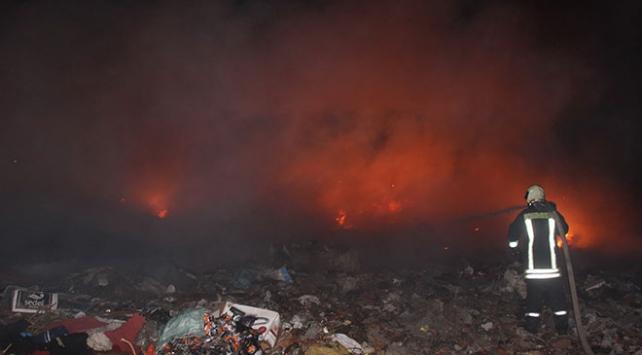 Manisada çöp depolama alanında yangın çıktı