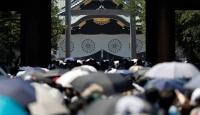 Japonya'da bakanlardan tartışmalı tapınağa ziyaret