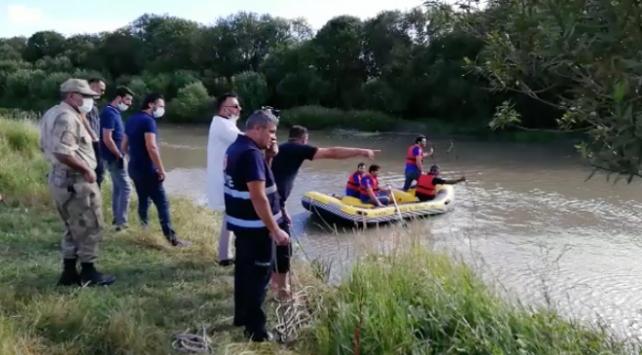 Karsta 2 çocuk serinlemek için girdikleri suda kayboldu