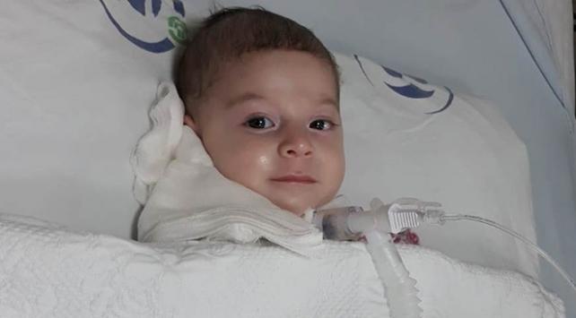 Ahsen bebek hastanede ilacını bekliyor