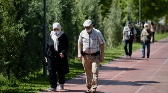4 ilde 65 yaş üstüne belli saatlerde sokağa çıkma kısıtlaması