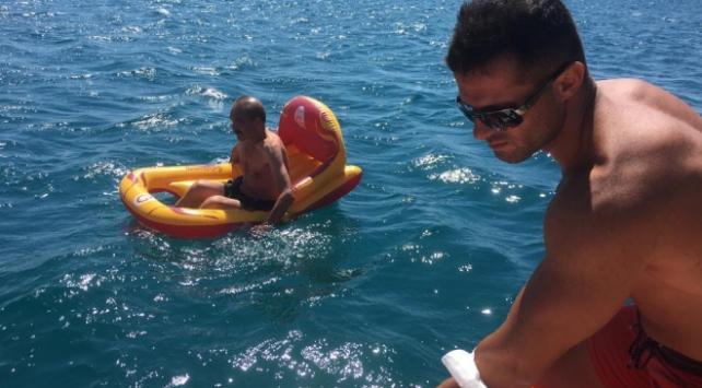 Balıkesirde deniz botuyla açığa sürüklenen kişi kurtarıldı