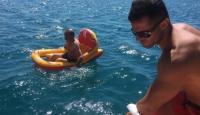 Balıkesir'de deniz botuyla açığa sürüklenen kişi kurtarıldı