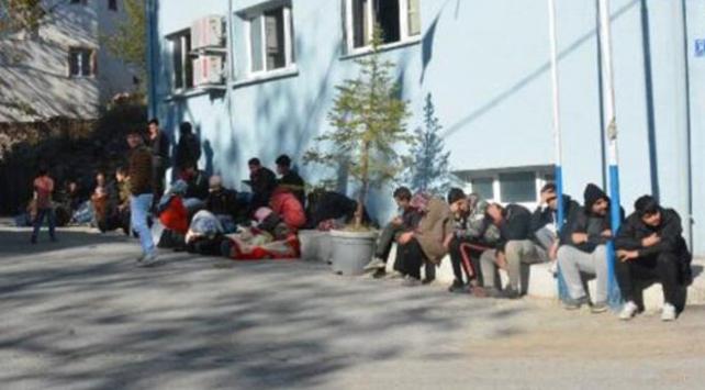 Bitliste 46 düzensiz göçmen yakalandı