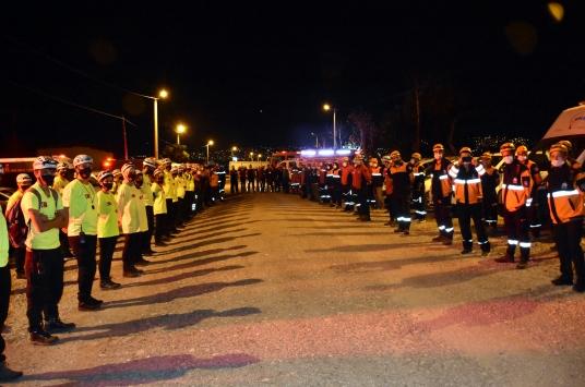 Arama kurtarma ekipleri Marmara Depreminde hayatını kaybedenleri andı