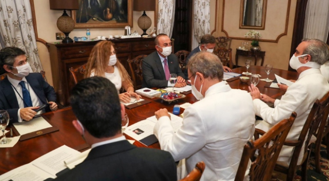 Bakan Çavuşoğlu, Dominik Cumhuriyeti Cumhurbaşkanı Abinaderle görüştü