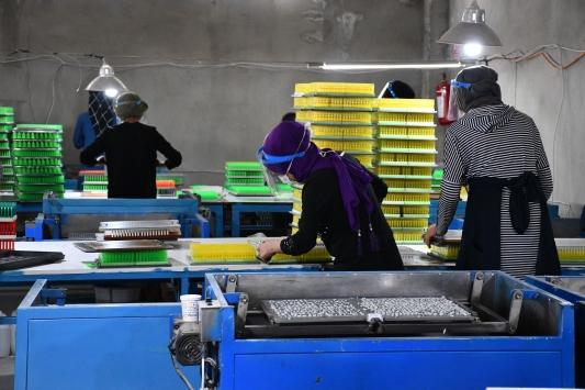 Devlet desteğiyle kurduğu fabrika ile hayalini gerçekleştirip istihdama katkı sunuyor