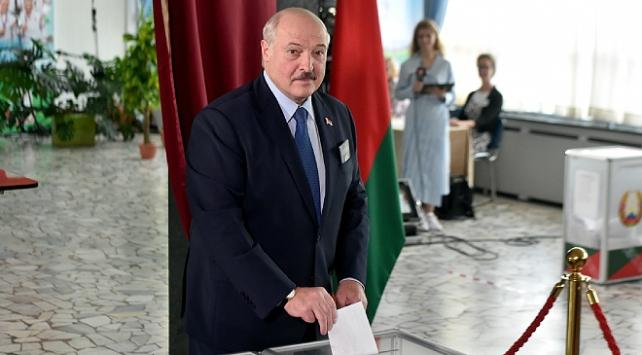 Belarusta Lukaşenkodan seçim için yeni anayasa şartı