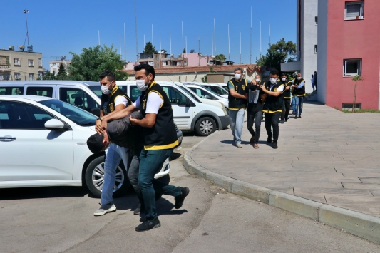 Adanadaki kuyumcu soygununa karıştığı iddisıyla yakalanan 7 zanlıdan 2si tutuklandı