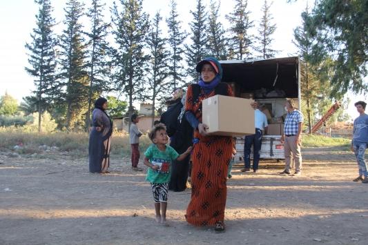 Hatayda çadırlarda yaşayan tarım işçisi ailelere gıda yardımı