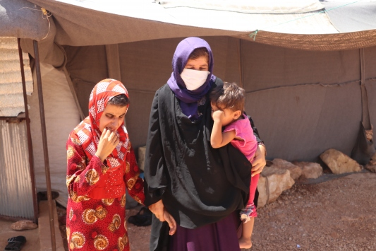 İdlibdeki kampta yaşayan görme engelli beş çocuklu aile yardım bekliyor