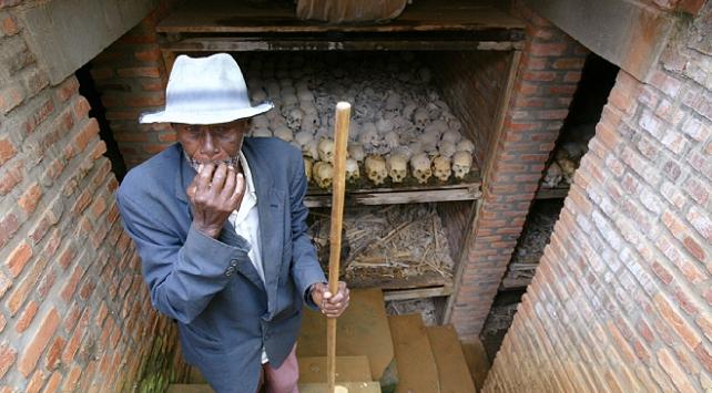 Ruandada 2 toplu mezar bulundu