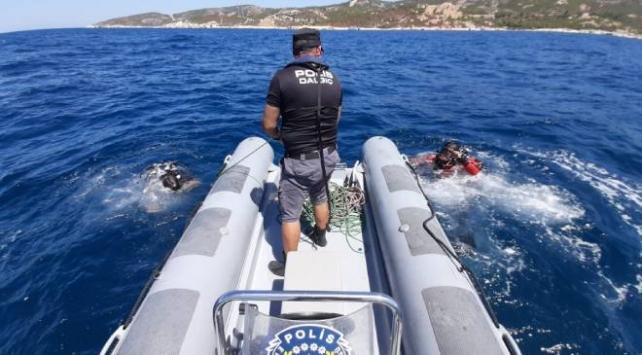 İzmirde teknenin batması sonucu kaybolan çocuk aranıyor
