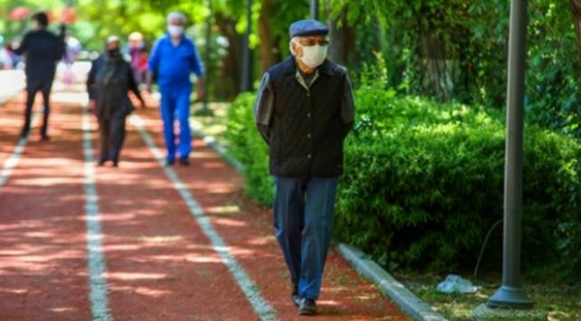 65 yaş üstü sokağa çıkma kısıtlaması devam ediyor mu? 65 yaş üstüne kısıtlama uygulanan iller…