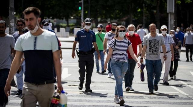 Türkiyede iyileşenlerin sayısı 233 bin 915e yükseldi