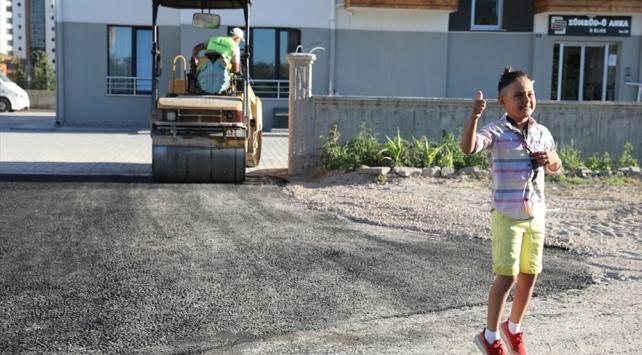 Belediye başkanından asfalt yol isteyen Nihat artık bisiklet sürebilecek