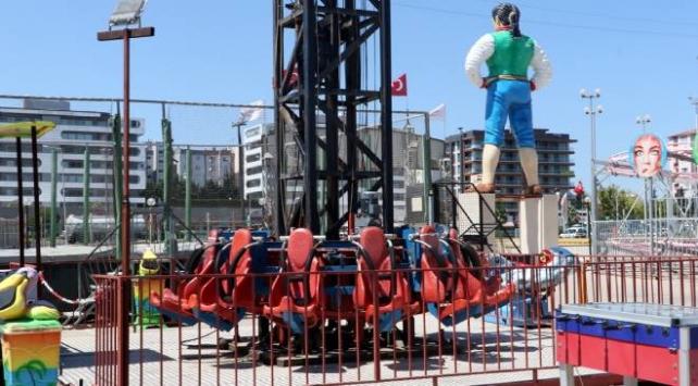 İzmirde lunaparktaki kule asansörün halatı koptu: 3 yaralı