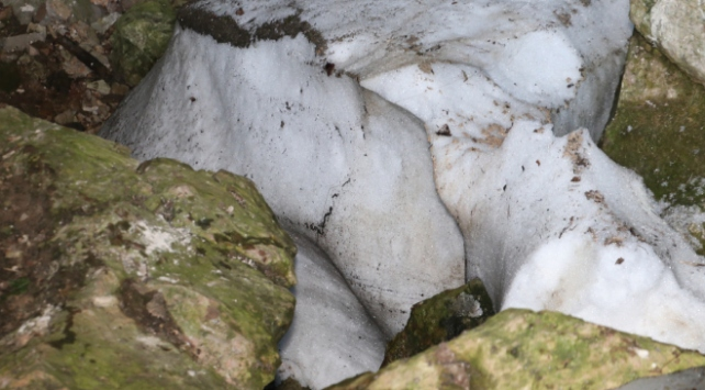 Karlık Mağarasında kar kütlesi ağustosta bile erimiyor
