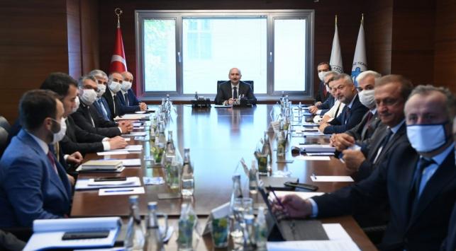Bakan Karaismailoğlu denizcilik sektörü temsilcileriyle görüştü: