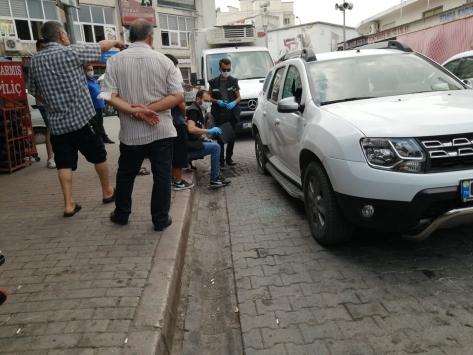 Adanada lastiğini patlattıkları otomobilden 130 bin lira çaldılar