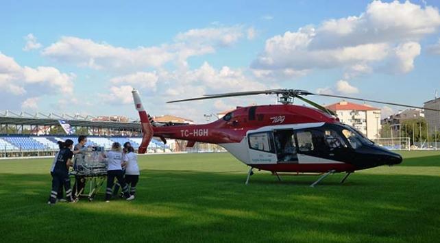 Ambulans helikopter bağırsakları dışarıda doğan bebek için havalandı